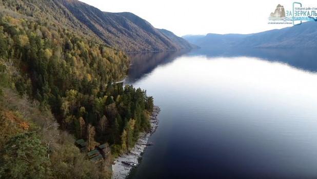 Телецкое озеро в период «золотой осени».