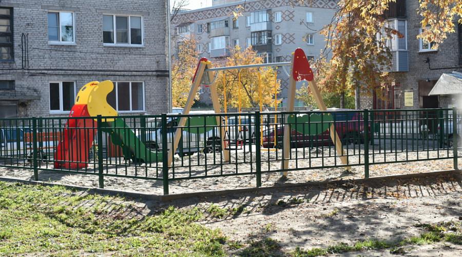 В Барнауле завершили основные работы по ремонту дворов в рамках нацпроекта.