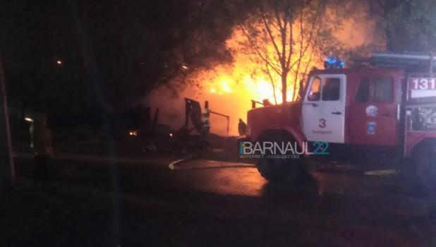Пожар на улице Колесной в Барнауле.