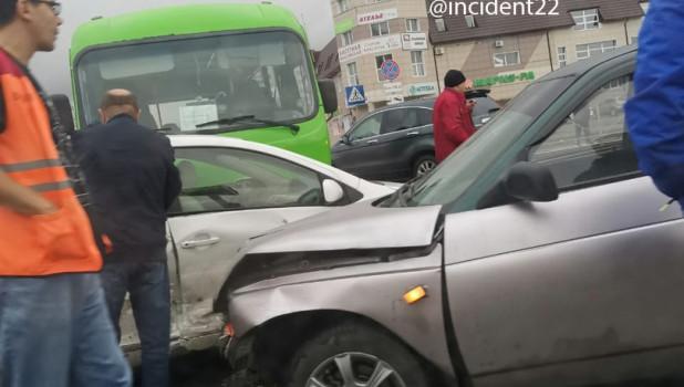 ДТП на Власихинской с участием автобуса