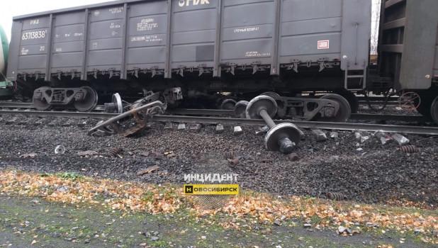 Поезд сошел с рельс.