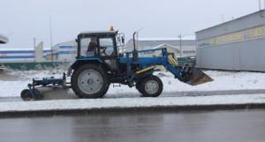 Зимняя техника вышла на улицы Барнаула.