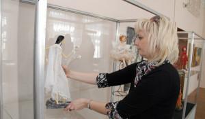 В Художественном музее готовятся к выставке драгоценных авторских кукол.