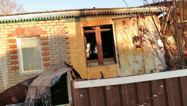 Огонь уничтожил дом на два хозяина во Власихе.