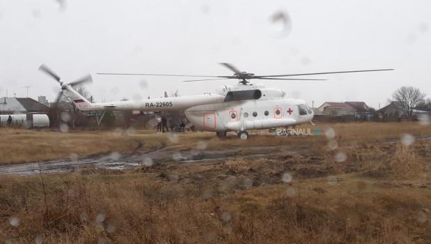 Медицинский вертолет в Топчихе.