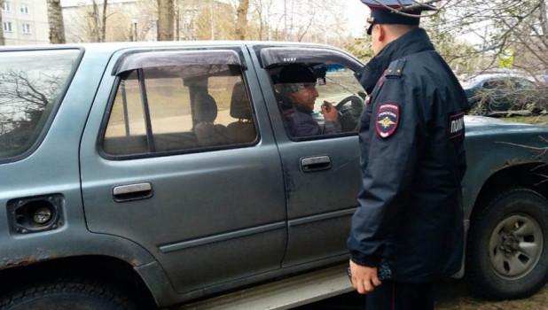 Мэрия с полицией разогнала любителей незаконной парковки на обновленной аллее по ул.Георгия Исакова.