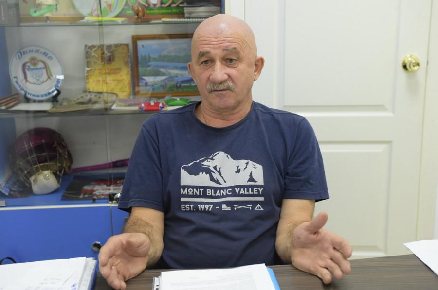 """Владимир Кобзев, главный тренер команды """"Коммунальщик"""""""