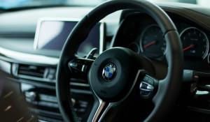 За рулем BMW.
