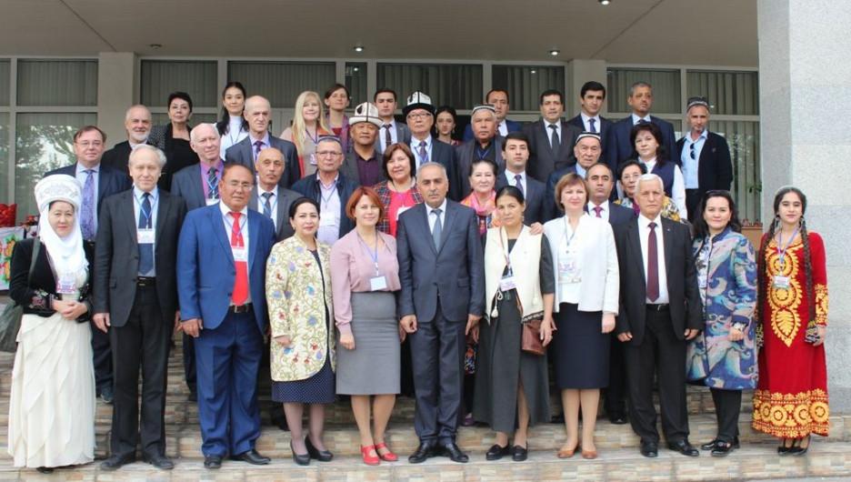 Центр Алтайского государственного института культуры открылся в Таджикистане.