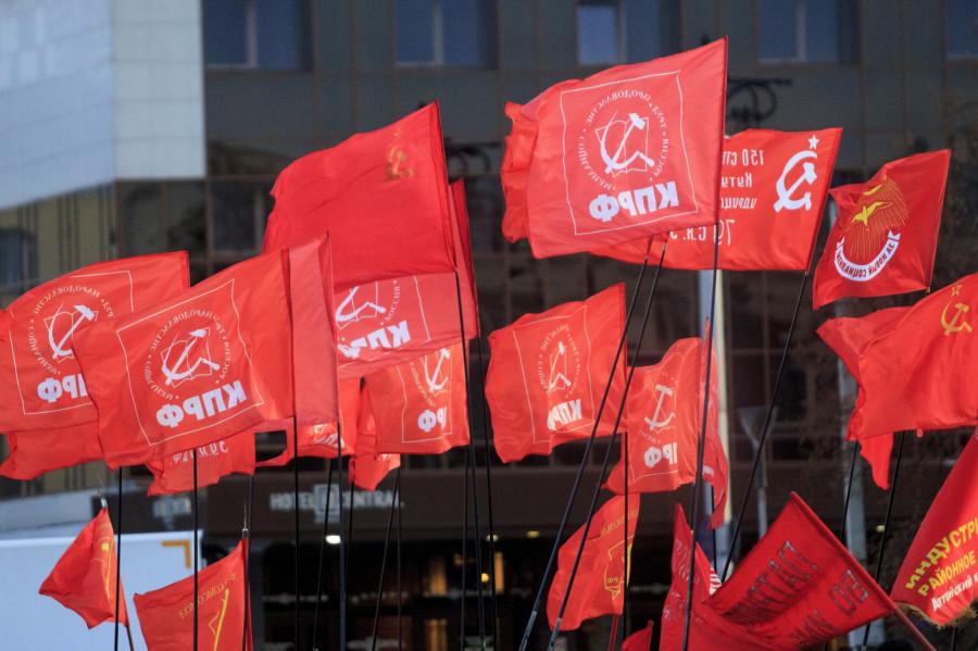 Флаги КПРФ.