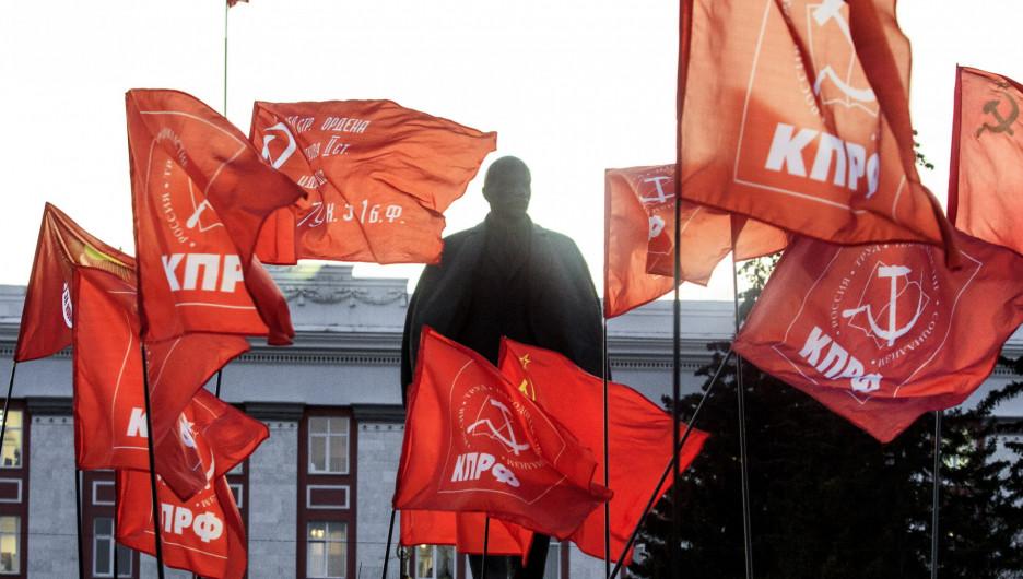 Шествие и митинг КПРФ в Барнауле по случаю 102-ой годовщины Октябрьской революции