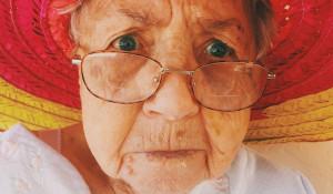 Пожилая женщина. Раздражение