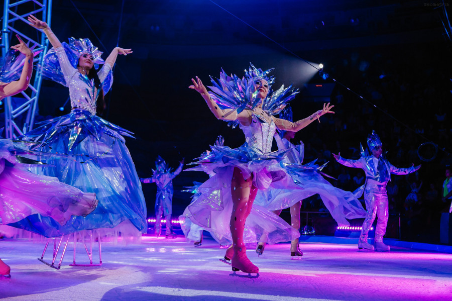 Масштабное современное шоу «Цирк на льду Айсберг. Белые Медведи».