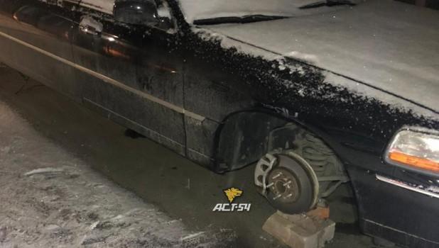 В Новосибирске с лимузина сняли колеса.
