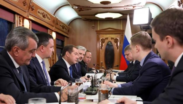 """""""Сибириада"""" под стук колес: что известно о спецпоезде, на котором Медведев прибыл в Барнаул"""
