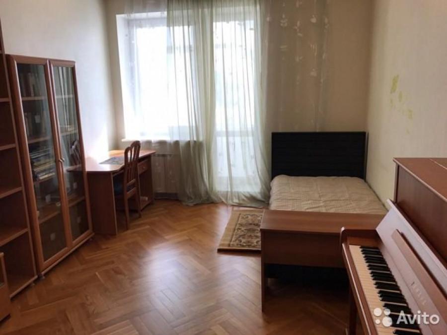 Трехкомнатная квартира за 12 млн руб.