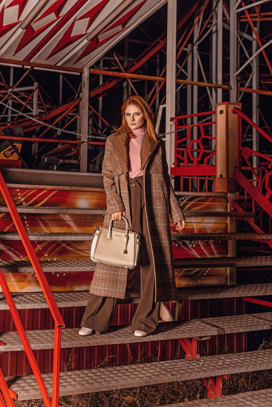 На Диане: пальто Akhmadullina dreams, джемпер Cristina Effe, брюки Cristina Effe, обувь Michael Kors, сумка Michael Kors, @ampersand.barnaul
