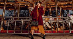 На Диане: пальто Guess, платье Iam studio, сумка Guess, обувь Michael Kors, @ampersand.barnaul, guess.barnaul. Берет, перчатки «Гольфстрим» @golfstream.barnaul