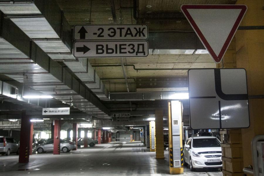 Парковка ТРЦ Galaxy.