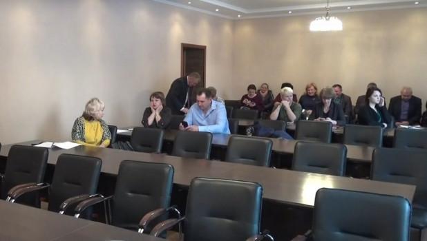 Алтайские депутаты сорвали внеочередную сессию