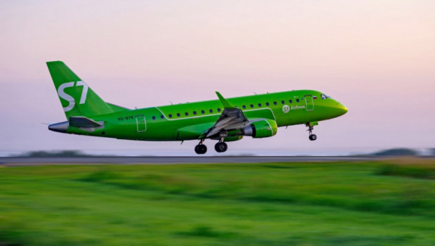 Самолет Embraer 170