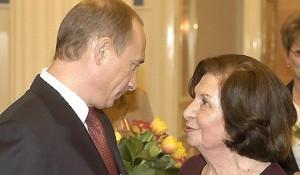 Владимир Путин и легендарная разведчица Гоар Вартанян, 2005 год.