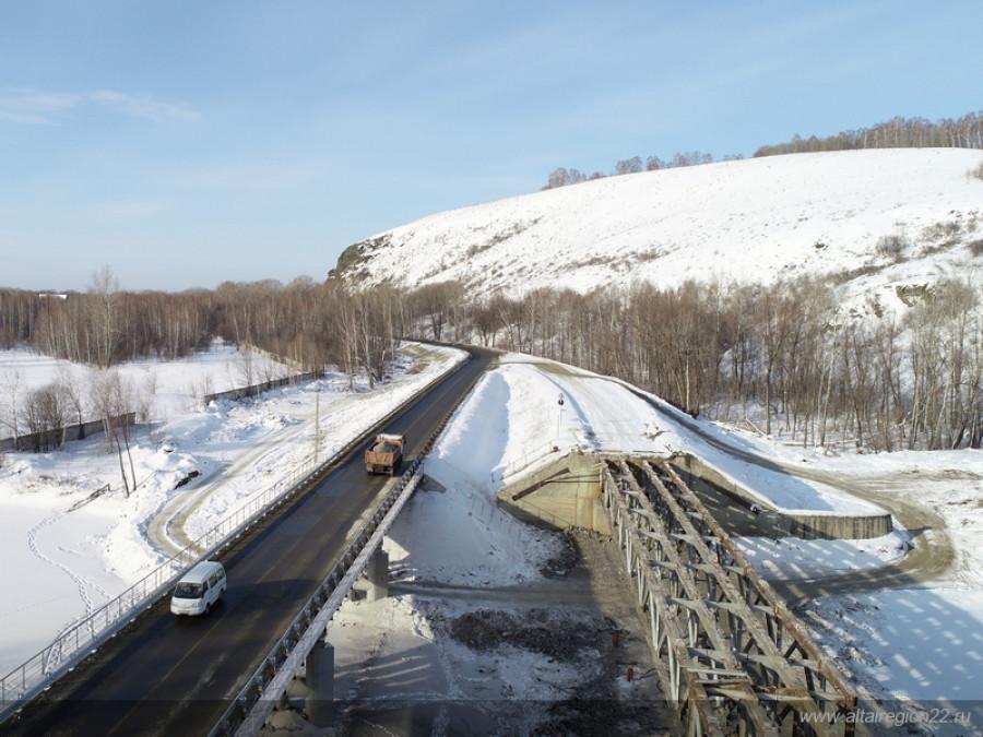 Ремонт моста через реку Иша.
