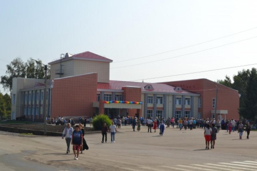 Дом культуры в селе Усть-Чарышская Пристань.