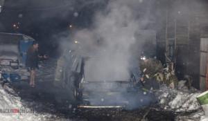 Во дворе сгорел автомобиль.