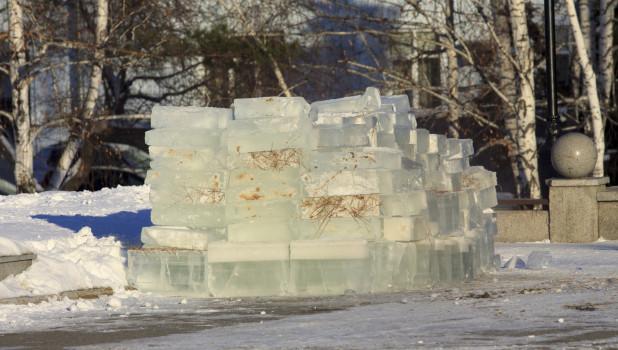 Снежный городок на площади Сахарова