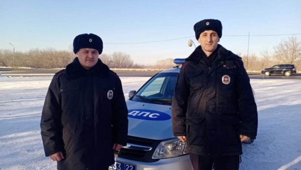 Сотрудники полиции вернули домой потерявшего ребенка