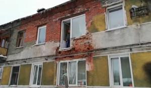 В Барнауле под тяжестью снега рухнул балкон.