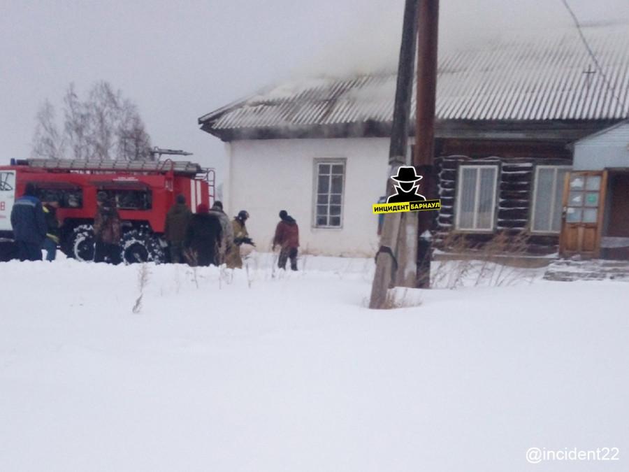 В алтайском поселке сгорел магазин.