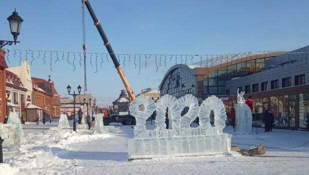 Ледяная фигура на Мало-Тобольской в Барнауле