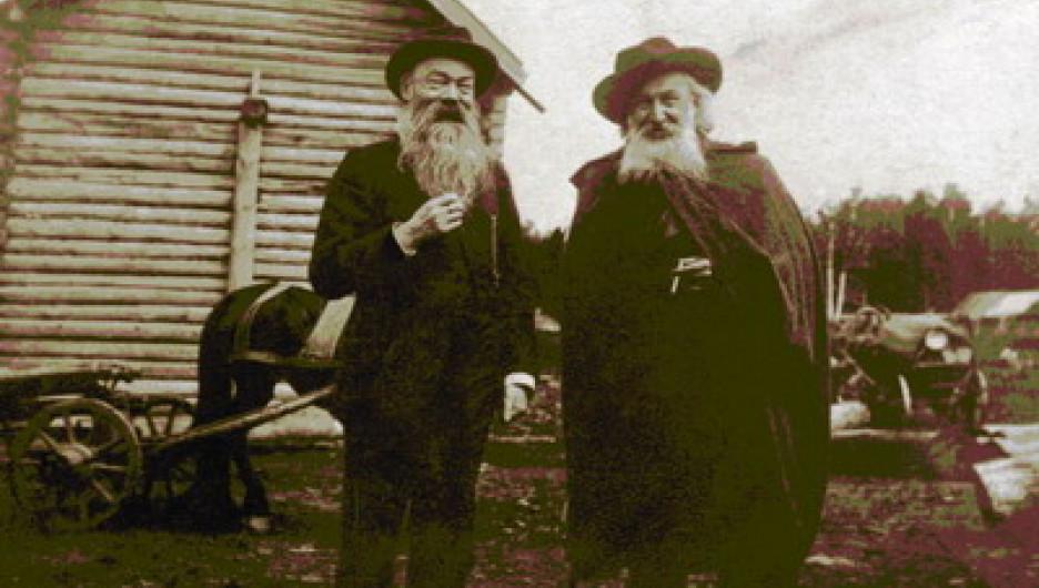 Клеменц Дмитрий Александрович (слева) – публицист, географ, этнограф, археолог – с Гуляевым Николаем Степановичем