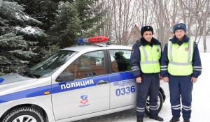 Алтайский край. Полицейские помогли замерзшему мужчине.