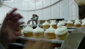 """Школьникам показали, как делают мороженое на """"Русском холоде"""" и как сервируют столы в """"Таните""""."""