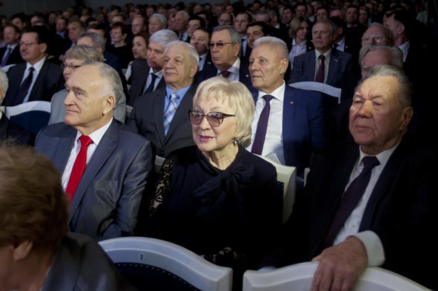 Стойкие коммунисты снова вместе. 19 декабря 2019 год, парламентский центр.