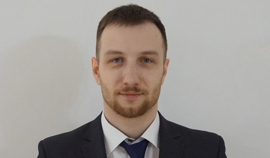 Артем Зеров.