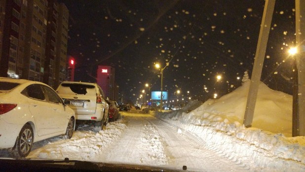 Проблемный участок дороги в Барнауле очистили от снега.
