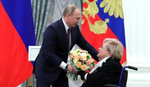Владимир Путин и Галина Волчек.