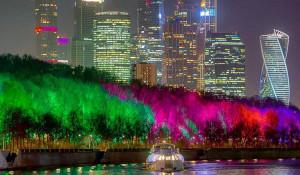Подсветка деревьев в Москве. Новый год.