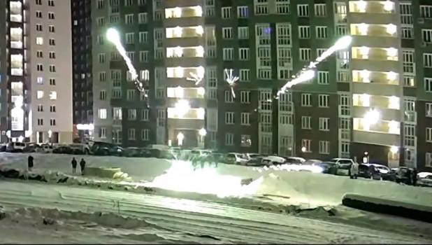 Взрыв петард.