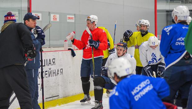 """Хоккеисты """"Динамо-Алтай"""" на первой тренировке после Нового года."""