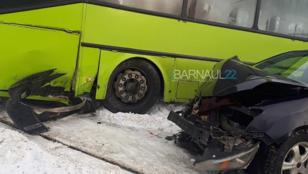Авария на ул. Малахова - ул. Германа Титова
