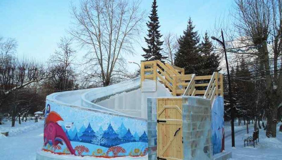 Ледяная горка в Новосибирске. Один съезд - 50 рублей.