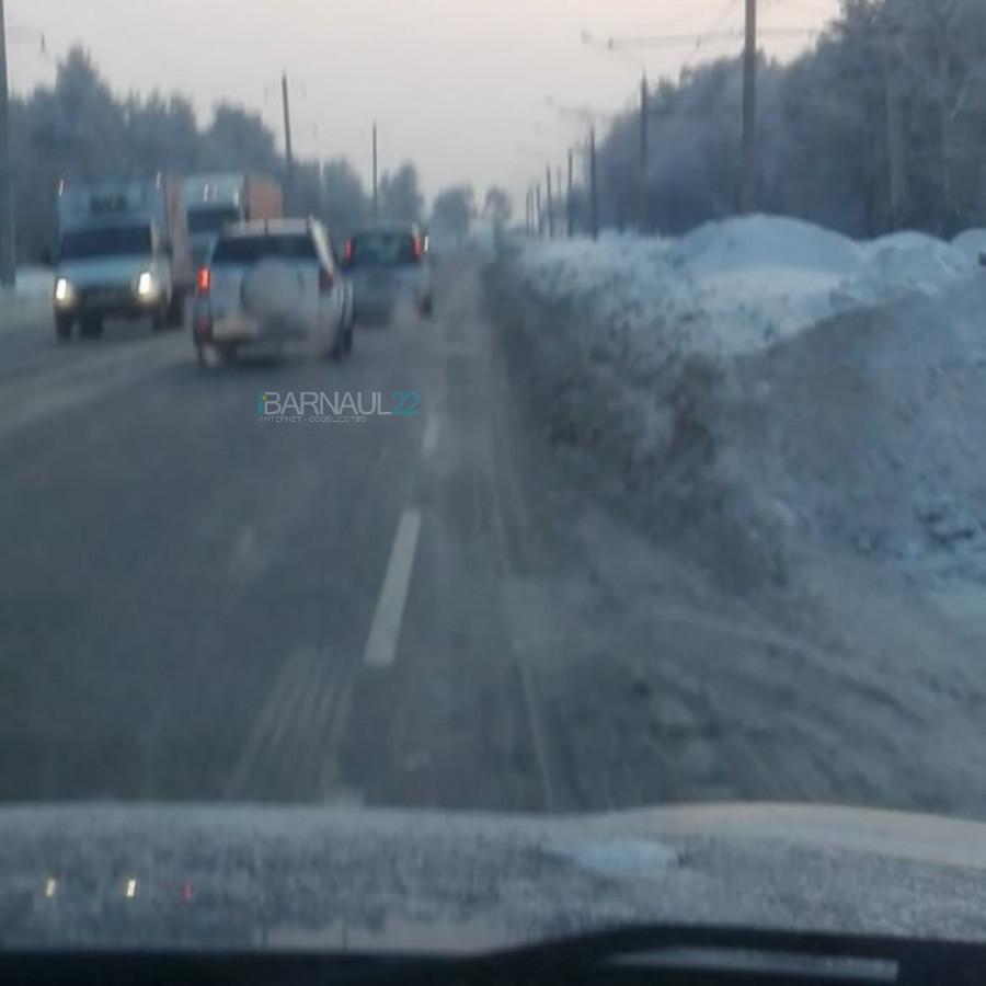 Змеиногорский тракт в снегу.