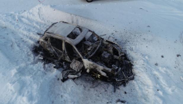Тела двоих человек нашли в автомобиле в поселке Затон.