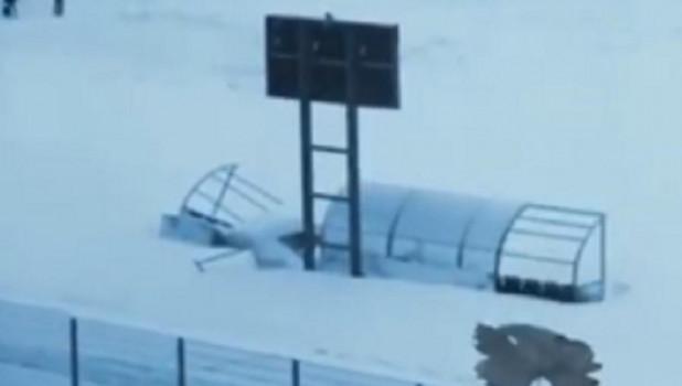Разрушающийся после ремонта стадион. Новокузнецк.