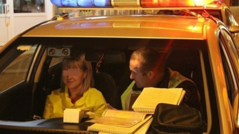 Нетрезвая автомобилистка решила пообщаться с сотрудником полиции. Хакасия.
